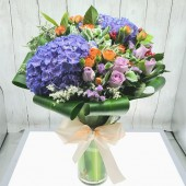 Two Hydrangeas with 2 Kinds of Roses in Vase