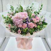 One Hydrangea Carnation Bouquet