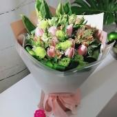 One Dozen Pink Color Roses Bouquet, Sleeping Queen