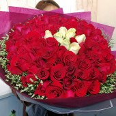 100 Rose Bouquet with 93 Red and 9 Champagne Color of Rose