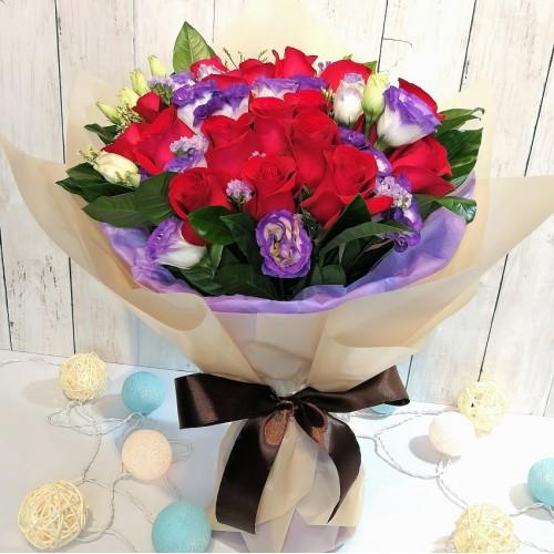 18pcs Roses Bouquet with Purple Lisianthus