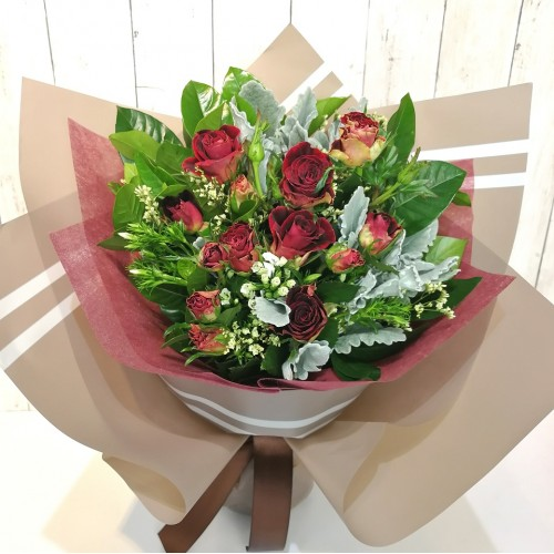 Elegant Spray Roses Bouquet (Color at Your Choice)
